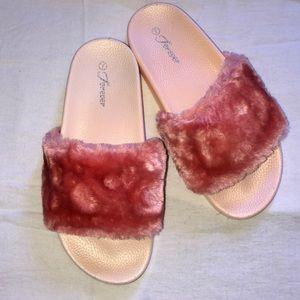 Pastel pink W/ velvet Slides